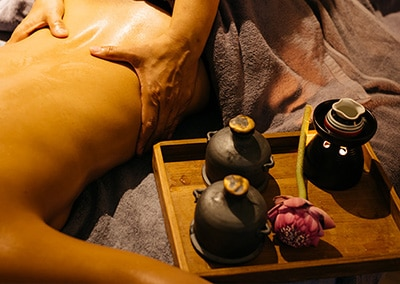 bua-thai-massage-masaz-goracym-olejkiem-aromatycznym